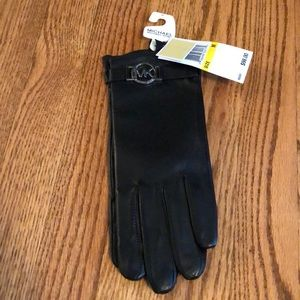 "NWT Michael Kors ""tech"" leather gloves"